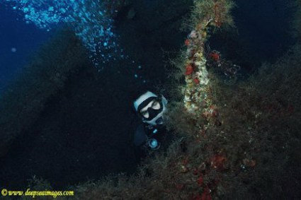 USS Rankin and Diver - www.deepseaimages.com